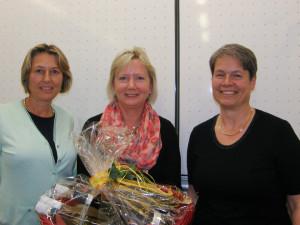 1. Vorsitzende Julia Naeßl-Doms mit der scheidenden Beisitzerin Monika Weiß und scheidenede 1. Vositzende Heidi Keller