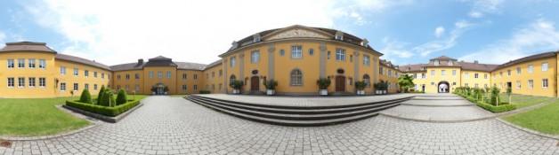 Der Reithof (gelbes Haus)