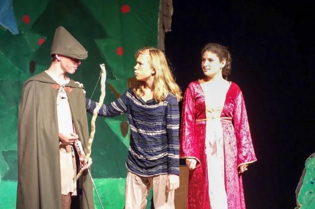 Theateraufführung der Klasse 8abg als Dank für Herrn Breinlinger