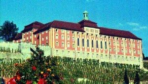 Seminargebäude von Hafen aus gesehen